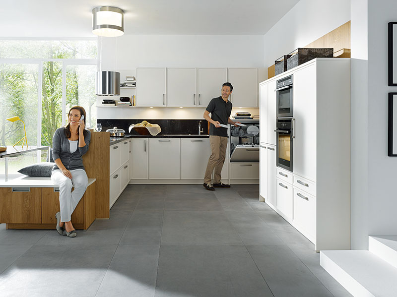 Schuller Kitchens by Russ Deacon   Parma – Magnolia satin/Rocca – Natural Knotty Oak brushed