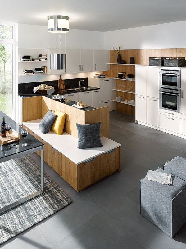 Schuller Kitchens by Russ Deacon | Parma – Magnolia satin/Rocca – Natural Knotty Oak brushed